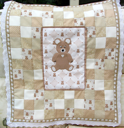 Teddy crib quilt